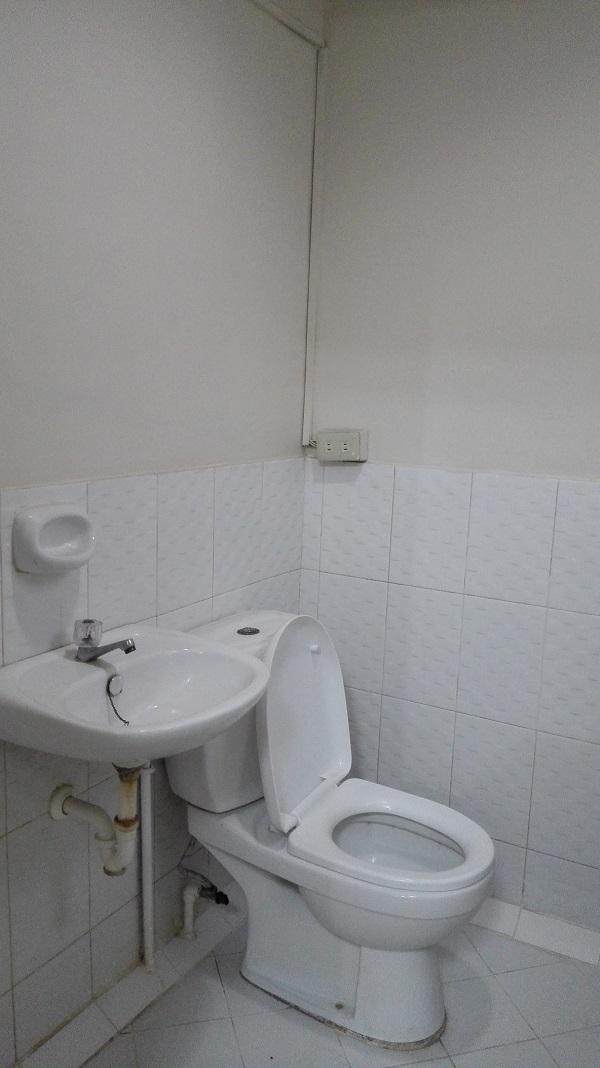 Targetドミトリーのトイレ