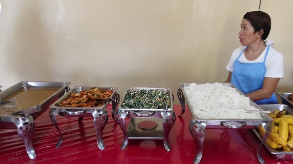 CG ESL Centerはビュッフェ形式の食事