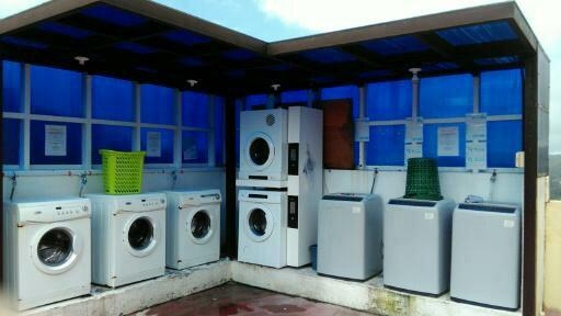 学校屋上には洗濯機・乾燥機