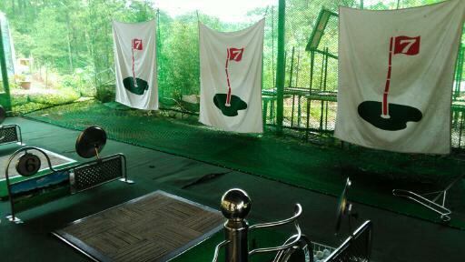 ゴルフ練習場が学校に完備