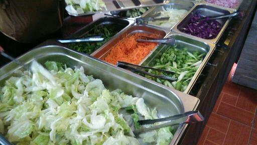 野菜・主菜・汁物さまざまな食事が味わえる