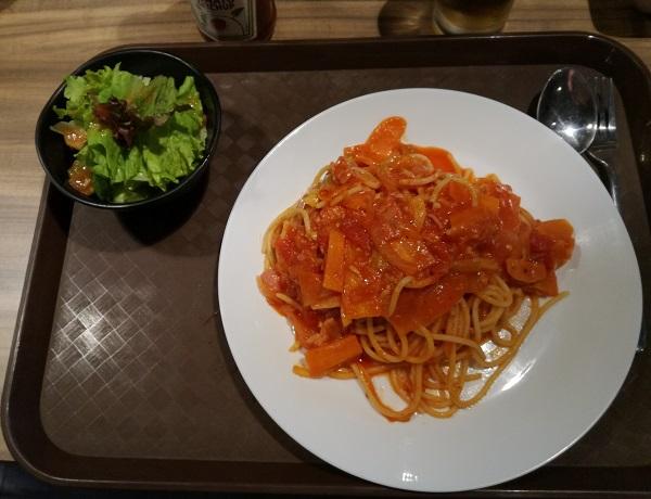 ベーコンと野菜のトマトソーススパゲティ