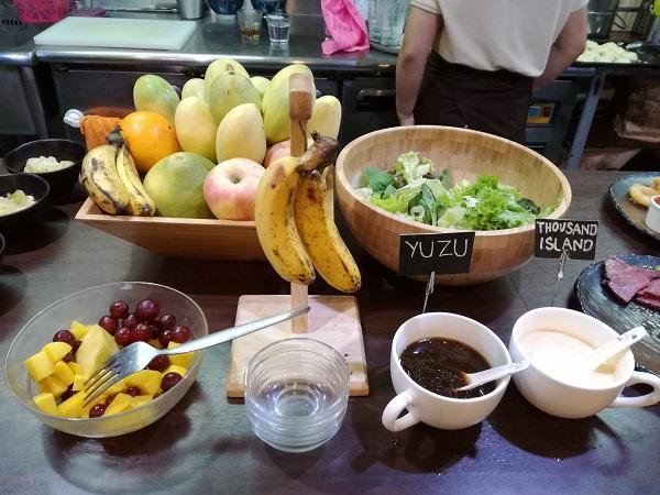 野菜やフルーツも豊富
