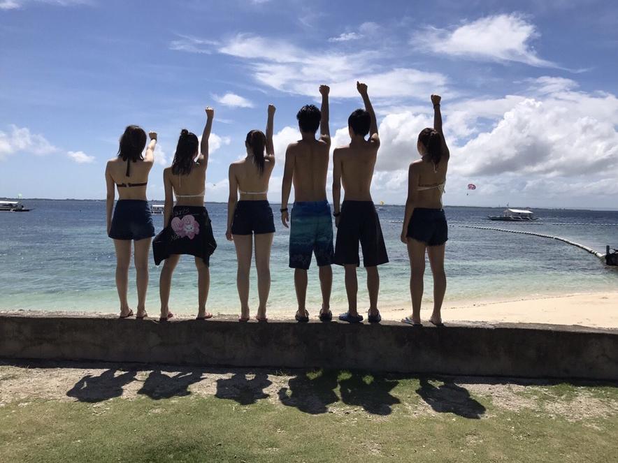 学校がお休みの時は海に行くことも