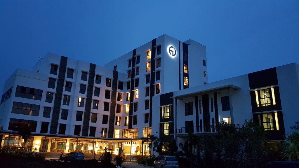 EV新校舎がまるで高級リゾートホテルみたい